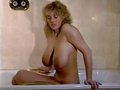 Big Boobs Mature Lady Showing Her Boobs And Big Pussy Hole