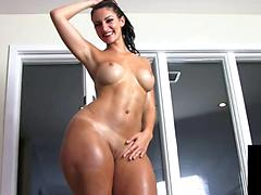 Hypnotic Oiled Up Bubble Butt Is Amazing